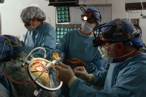 операция на мозгу