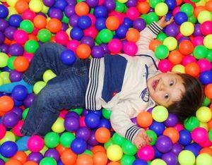 девочка в шариках