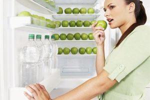 яблоки в холодильнике