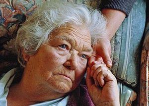 бабушка с паркинсоном