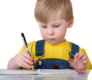 мальчик не умеет писать
