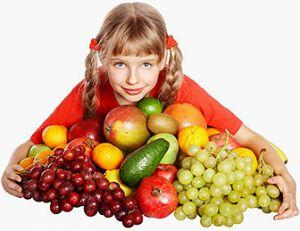 девочка с фруктами