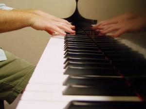 гениальная игра на пианино