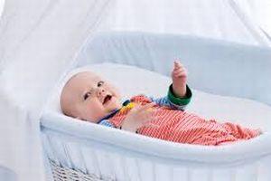 Ребенок в люльке