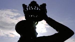 Корона на голове