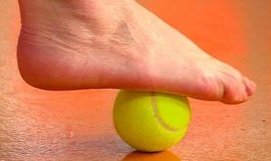 Массаж стоп мячиком