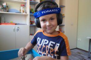 Ребенок на курсах Томатис-терапии