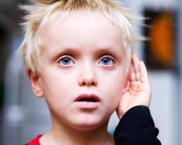 Мальчик аутист